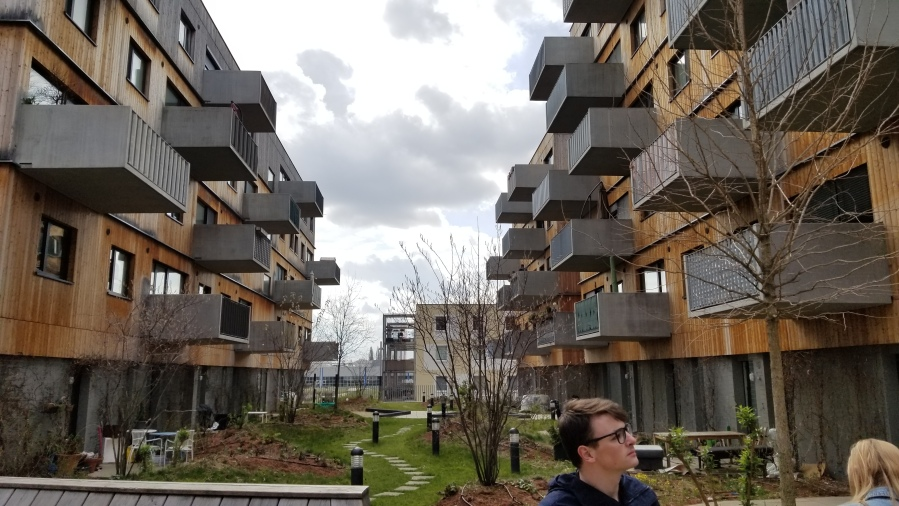 Another portion of apartments in Aspern, these featured experiments in mixed energy supplies. The ground level apartments here are provided some privacy by berms around their entrances.