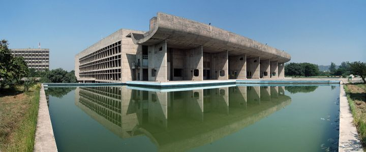 The Assembly Building in Chandigarh, designed by Le Corbusier. Credit: By duncid - KIF_4646_Pano, CC BY-SA 2.0, https://commons.wikimedia.org/w/index.php?curid=3635869