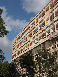 The first Unité d'Habitation in Marseille, France. Credit: By michiel1972, CC BY-SA 3.0, https://commons.wikimedia.org/w/index.php?curid=53762321
