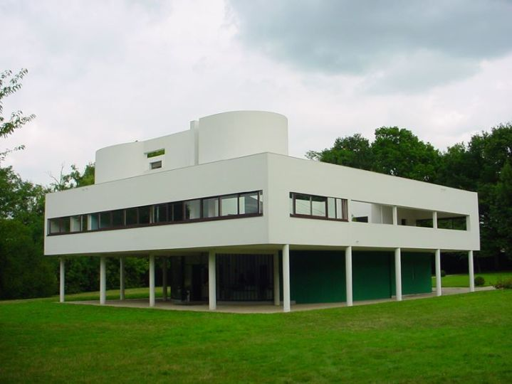 Villa Savoy, one of Le Corbusier's most famous buildings and an exemplar of the Five Points of a New Architecture. Credit: By Valueyou (talk) - I created this work entirely by myself, CC BY-SA 3.0, https://en.wikipedia.org/w/index.php?curid=19648390.