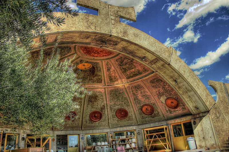 The iconic ceramics apse at Arcosanti, where wind-bells are made. Credit: By CodyR from Phoenix, Arizona, USA - arcosanti apse on Flickr, CC BY 2.0, https://commons.wikimedia.org/w/index.php?curid=3428917